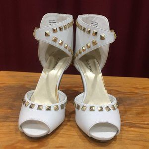 White riveted open toe strappy shoes